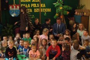 """Czytanie z jeżem w ramach akcji """"Cała Polska c"""