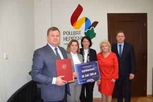 Podpisanie umowy w ramach Funduszy Dróg Samorząd