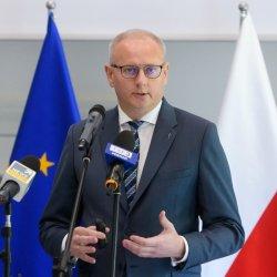 Wojewoda Wielkopolski Łukasz Mikołajczyk podczas konferencji prasowej