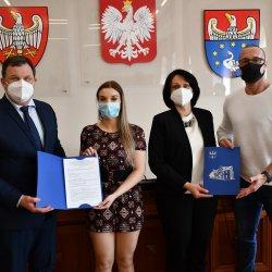 Starosta Kępiński Robert Kieruzal, Wicestarosta Kepiński Alicja Śniegocka, Anna Zmyślona oraz Andrzej Zmyślony