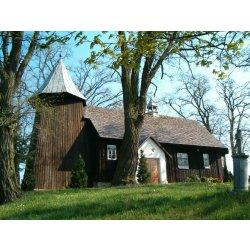 Zdjęcie drewnianego kościoła w Kozie Wielkiej w całości