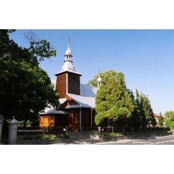 Zdjęcie kościoła wśród drzew