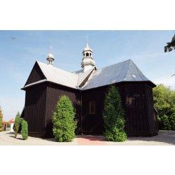 Zdjęcie kościoła przy drzewkach